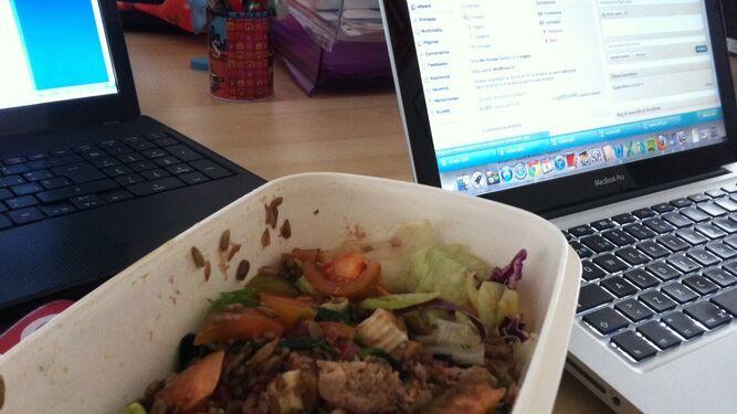 Tupper con comida en oficina