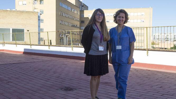 Las doctoras Ana Edith Hernández y Rosa Romero, en el Hospital Infantil.