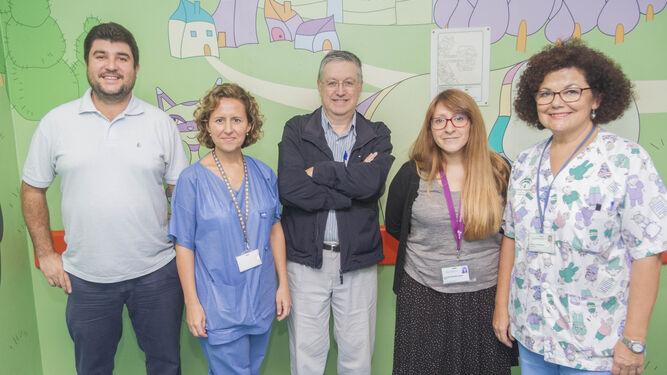 El equipo de Urología Infantil, Sebastián Roldán, Rosa Romero, Juan Carlos Valladares, Ana Edith Hernández y Francisca Jarana.