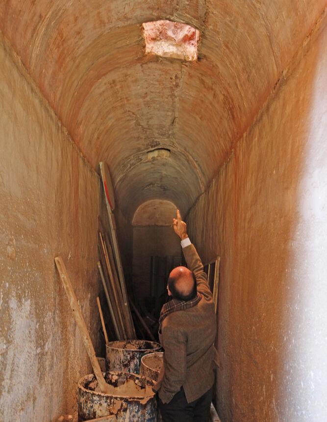 La apertura de un hueco en la bóveda del túnel marca la separación entre la Casa de Pilatos y el monasterio de San Leandro