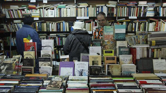 La Feria del Libro Antiguo y de Ocasión vive su cuarenta edición.