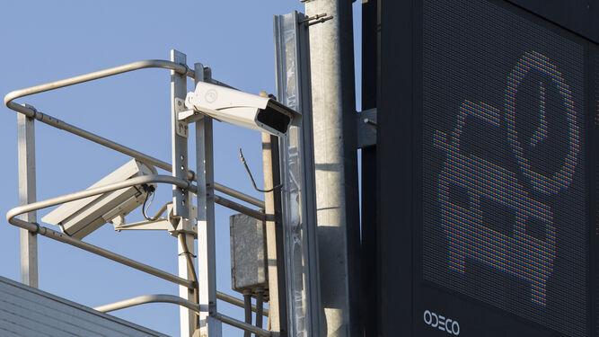 Una de las cámaras que vigila el uso de los  cinturones de seguridad