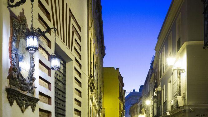 Calle Carlos Cañal esquina con Zaragoza. Debajo, el antiguo nombre de calle Catalanes que enseñan los guías turísticos.