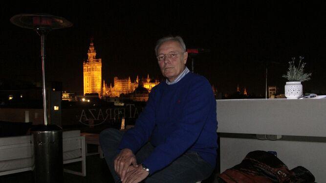 Miguel Ángel Pino, en la terraza del hotel Inglaterra.
