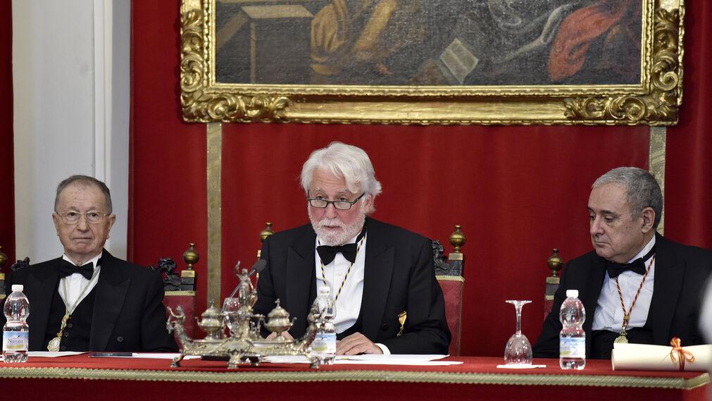 El arzobispo de Sevilla ingresa en la Real Academia de Medicina