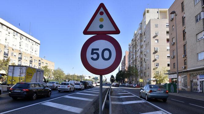 La señal de 50 kilómetros hora se incumple a las claras