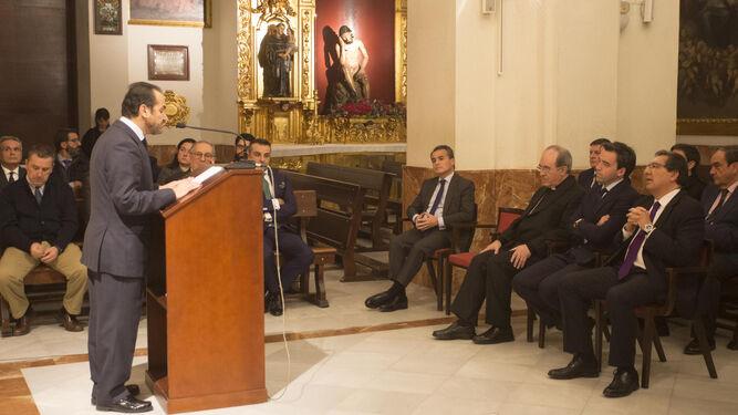 El hermano mayor, Alfonso de Julios, durante su intervención.