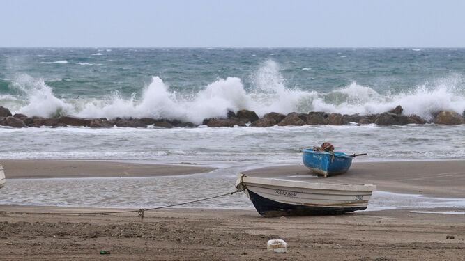 Oleaje en la playa de Almería.