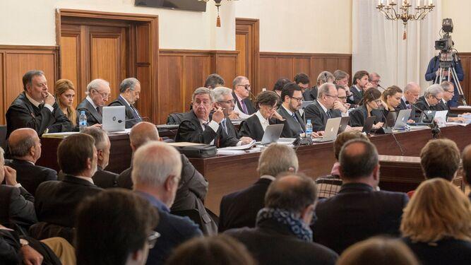 Los letrados de la defensa, durante la segunda jornada del juicio de la pieza política de los ERE.