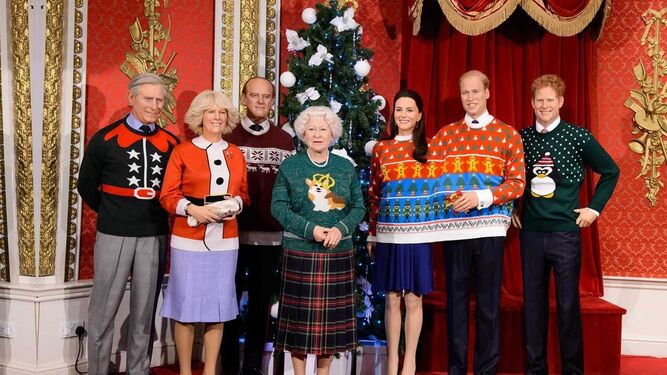 La familia real británica (aún sin Meghan Markle), representada en las navideñas figuras de cera del Museo Madame Tussauds.
