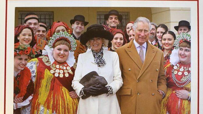El príncipe de Gales y su esposa, en el christmas del año pasado.