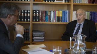 Ignacio Martínez entrevista a Manuel Olivencia.