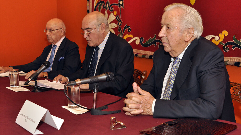 Manuel Olivencia y Manuel Clavero dan una charla sobre toros