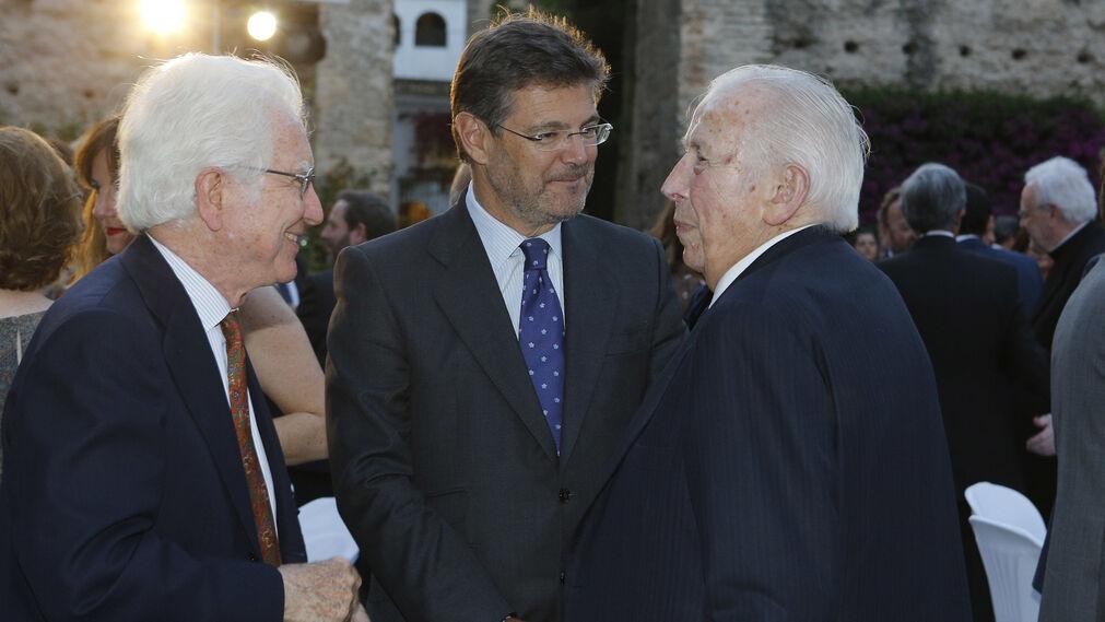 Manuel Olivencia junto a ministro de Justicia, Rafael Catalá.