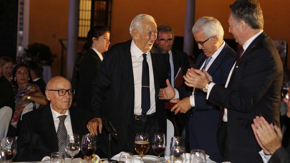 Manuel Olivencia agradece la concesión del premio Manuel Clavero.