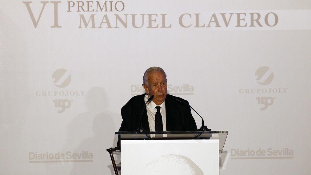Manuel Olivencia, en su discurso tras recibir el premio Clavero.