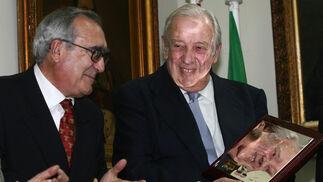 Manuel Olivencia, en un homenaje