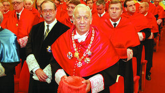 Manuel Olivencia, como honoris causa