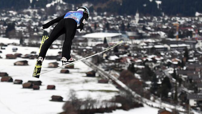 ¿Inventando un nuevo deporte?Una nueva tradición desde OrienteConcierto de Año Nuevo y saltos de esquí