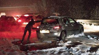El temporal deja atrapadas en sus coches durante horas a numerosas familias en las carreteras españolas
