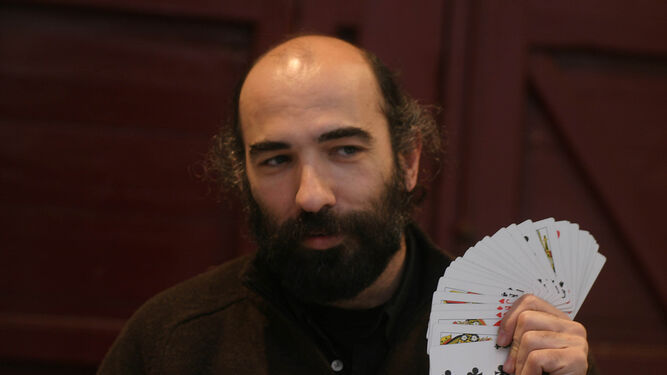 Mario el Mago dirige la asociación y la gala del domingo.