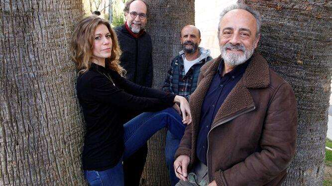 Alfaro (segundo por la izquierda), con los actores Rebeca Valls, Vicente Fuentes y Enric Benavent.