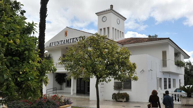 El Ayuntamiento de Espartinas, que ha sido condenado por no aplicar el reglamento de Protección contra el ruido. / JUAN CARLOS VÁZQUEZ