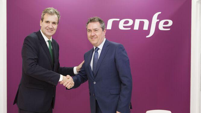 Momento de la firma del acuerdo de Renfe con el Ayuntamiento.
