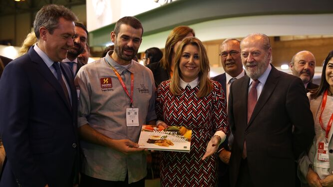 El presidente de la Diputación de Sevilla, junto a Susana Díaz, Juan Espadas y Enrique Sánchez.