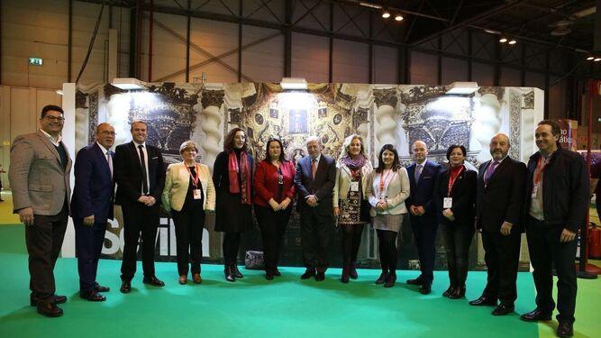 Fernando Rodríguez Villalobos con algunos de los alcaldes de la provincia.