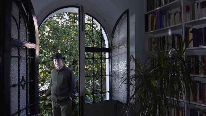 José María Vaz de Soto, en su domicilio del Porvenir, durante un momento de la entrevista.