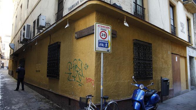 La fachada de la antigua cafetería La Reja.