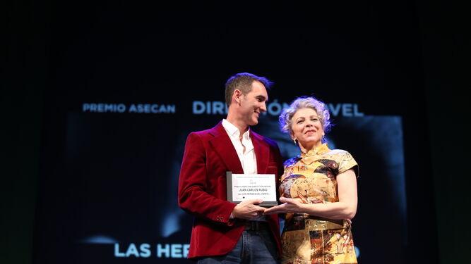 'El autor' sigue escribiendo  su éxito en los Asecan