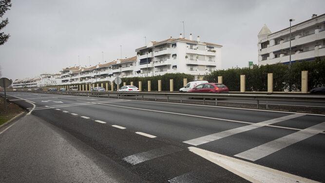 La autovía de Coria a su paso por la urbanización Marina de Gelves, donde se realiza uno de los ensayos.