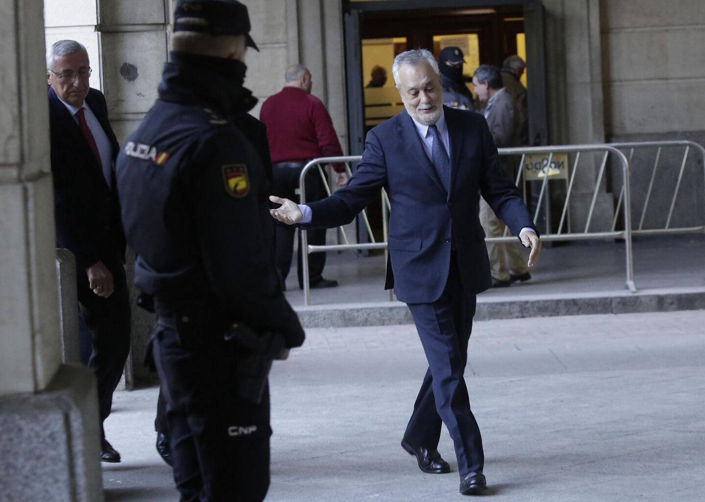 El abogado de Griñán también pide que se suspenda el juicio de los ERE