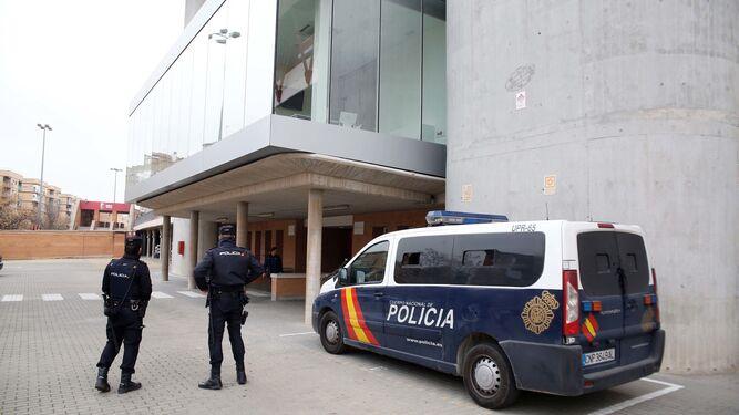 La Policía Nacional en la sede del Granada