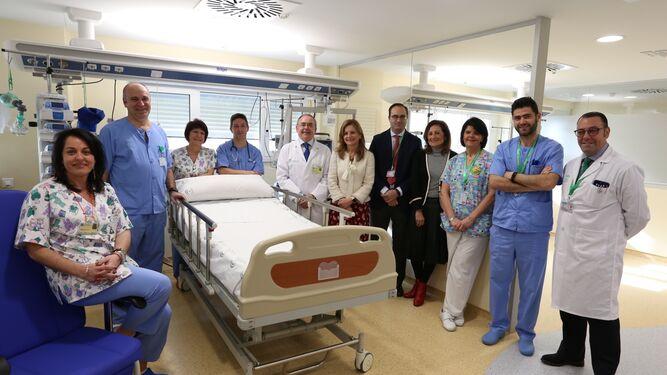 La consejera de Salud visita la nueva UCI infantil del Hospital Virgen Macarena