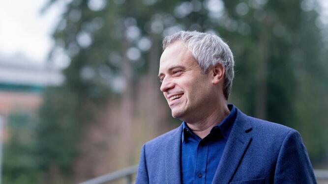 El periodista Brad Stone, autor del libro.