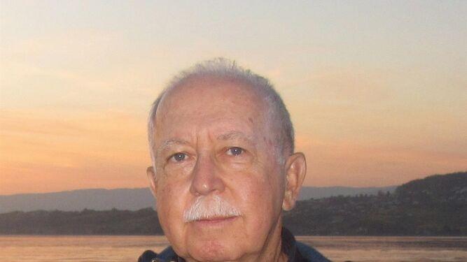 1. José María Rodríguez López, autor de la historia creada a beneficio de AFA Huelva. 2. El joven ilustrador Manuel Caliani es el autor de las imágenes que complementan el texto. 3. Portada de 'Diario de Juan Marioneta' (Niebla).