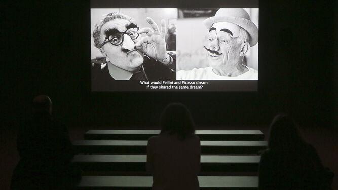 Sala de cine habilitada para proyectar el documental realizado por Isaki Lacuesta expresamente para la muestra.