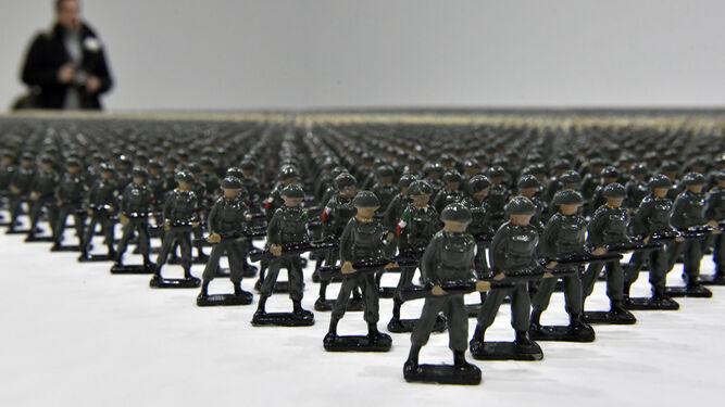 Algunos de los más de 12.000 pequeños soldados de plomo que forman parte del proyecto 'Tin Soldiers'.