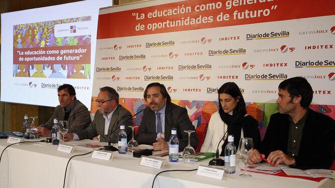 De izquierda a derecha, el jefe de Cooperación de la Agencia Andaluza de Cooperación Internacional para el Desarrollo, Jorge Téllez; la directora territorial de Intermón Oxfam, Sonia Díaz; Alberto Grimaldi; y el coordinador de Famsi, Juan Carlos Díaz.