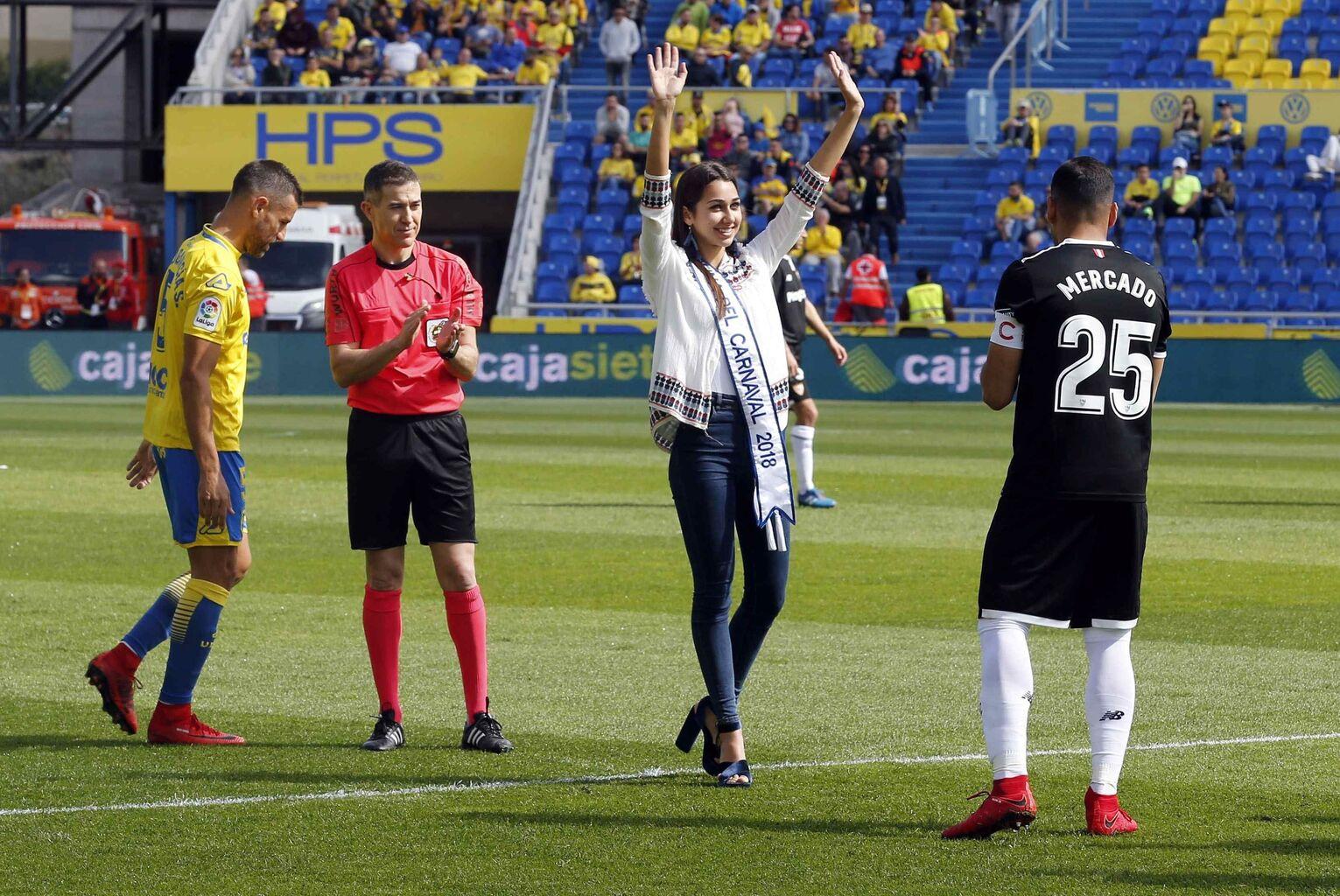 Resultado de imagen de Saque de honor de Ana Suárez