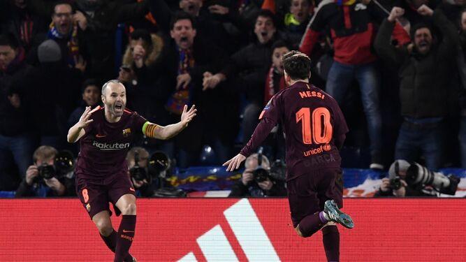 Iniesta y Messi celebran el gol del empate