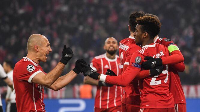 Los jugadores del Bayern celebran uno de los goles