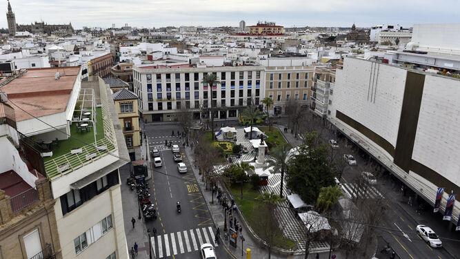 La plaza del Duque de la Victoria con El Corte Inglés a la derecha.