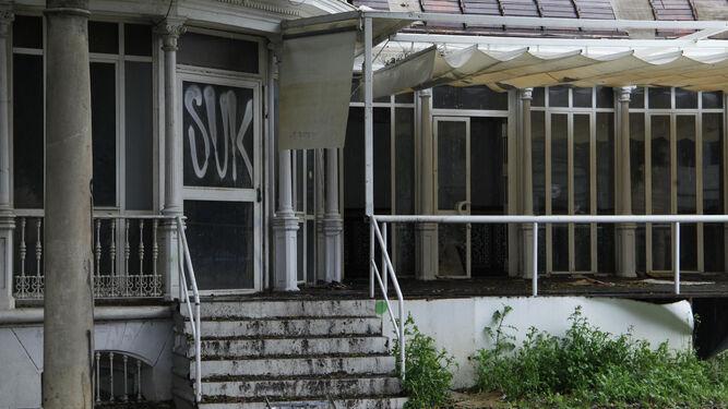 Varias planchas del tejado han sido sustraídas sin autorización.