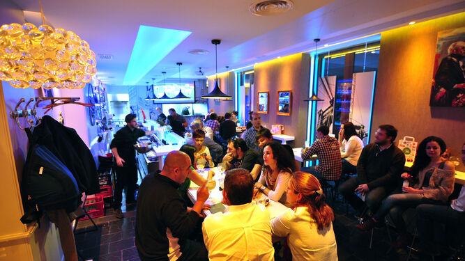 Comer y callar: el ruido en el interior de bares y restaurantes :: diariodesevilla.es