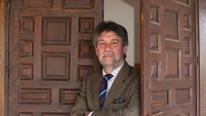 José Daniel (Pepe) M. Serrallé, en el convento de Santa Clara, sede de la Casa de los Poetas y las Letras, durante un momento de la entrevista.