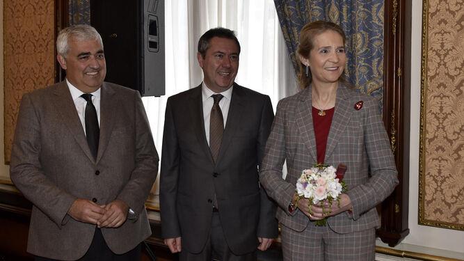 La bisnieta fue la madrinaSu Alteza Real, con el alcalde Juan Espadas y el consejero Ramírez de Arellano.